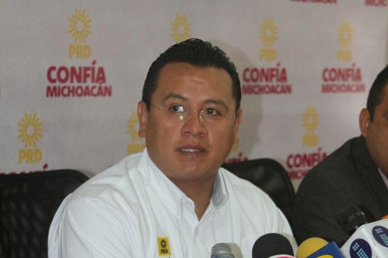 El dirigente estatal del PRD destacó que, en estos momentos, lo que se requiere es el respaldo y la solidaridad de los michoacanos para que las autoridades hagan frente al crimen en todas sus manifestaciones