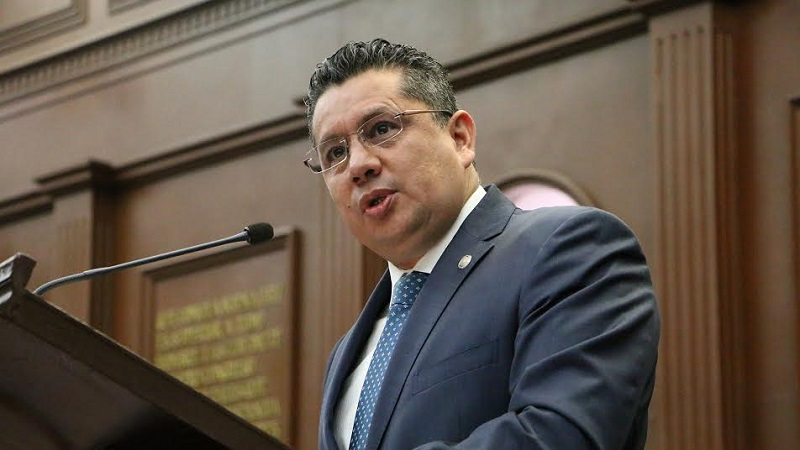 Eduardo García Chavira manifestó que de acuerdo con la Constitución los ayuntamientos no pueden ni deben imponer cuotas en materia de energía