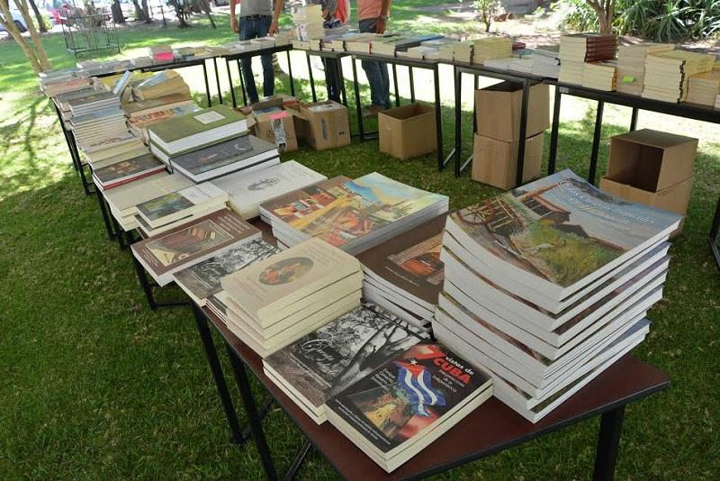 Tercera Gran Feria del Libro en el Instituto de Investigaciones Históricas.