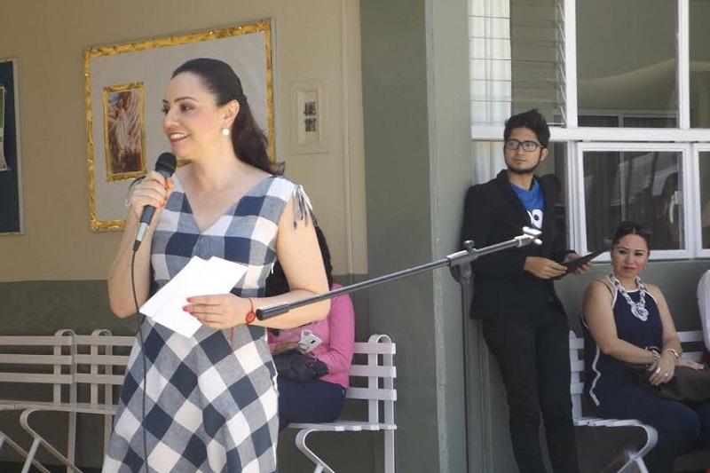 Hernández Íñiguez dio arranque al programa Biblioteca Digital Móvil en el Colegio Juana de Asbaje de La Piedad