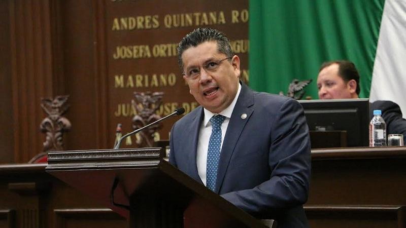 De acuerdo con la Constitución federal, los ayuntamientos no pueden ni deben imponer cuotas en materia de energía, señaló Eduardo García Chavira
