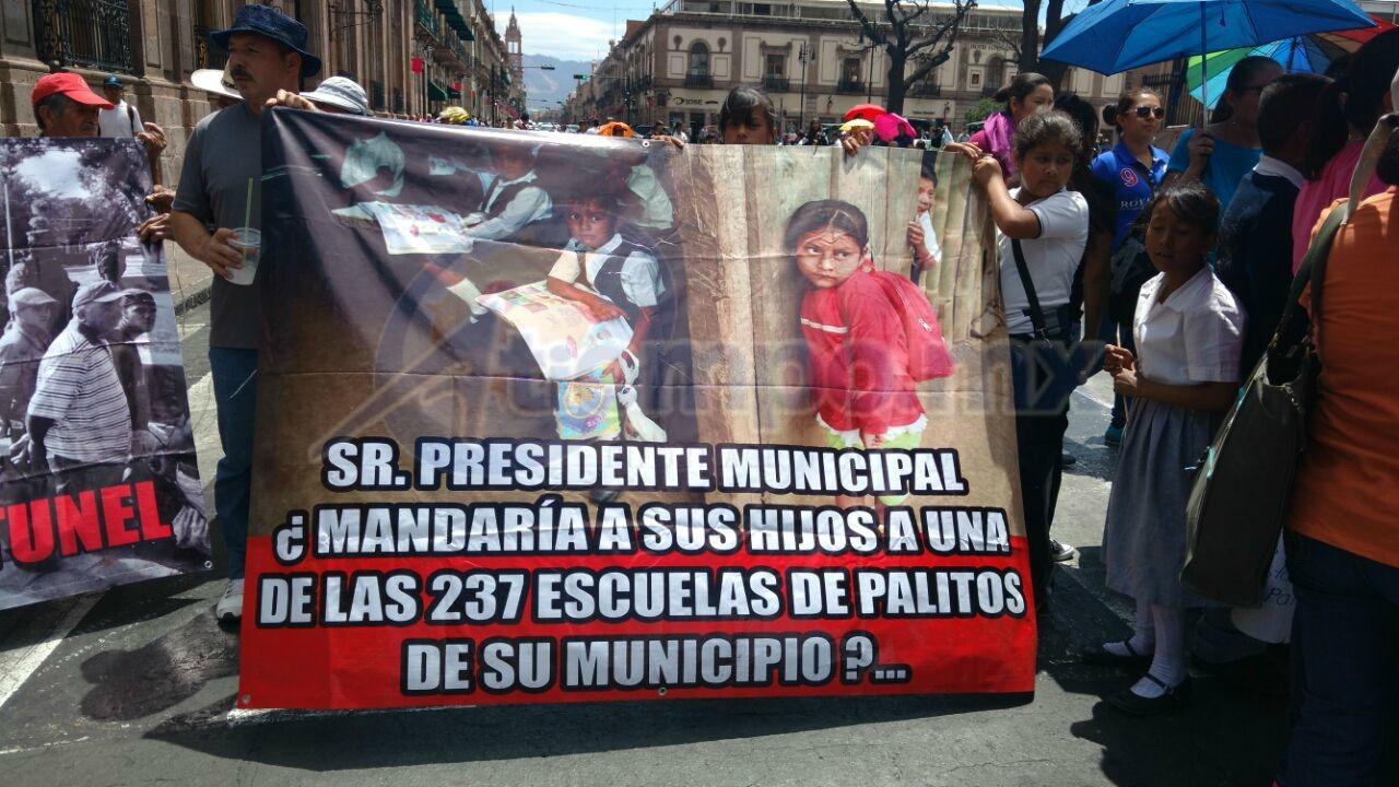 Los manifestantes exigieron atención por parte del Gobierno de Michoacán y del Ayuntamiento de Morelia (FOTO: FRANCISCO ALBERTO SOTOMAYOR)