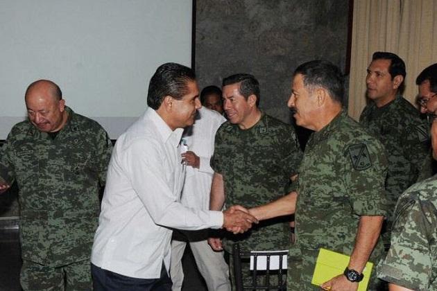 Aureoles Conejo visitó a las fuerzas armadas con motivo de una reunión de Comandantes de Unidades jurisdiccionadas a la 21 Zona Militar con sede en Morelia