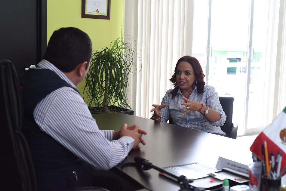 Villanueva Cano enfatizó en la urgencia de impartir la capacitación necesaria a los sectores sociales más vulnerables, lo cual les permita auto emplearse e incluso poner su propio negocio