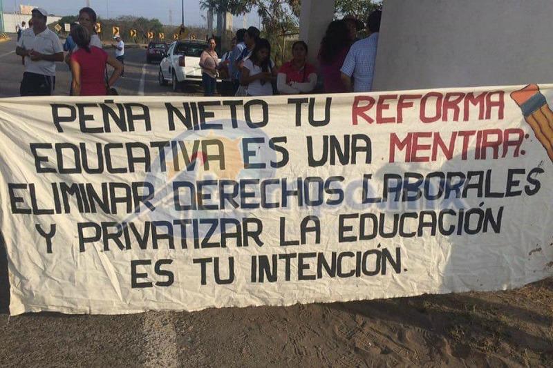 Los miembros del Frente Cívico Social señalan que esta es una medida de presión ante la falta de respuesta favorable a sus demandas por parte de las autoridades (FOTO: FRANCISCO ALBERTO SOTOMAYOR)