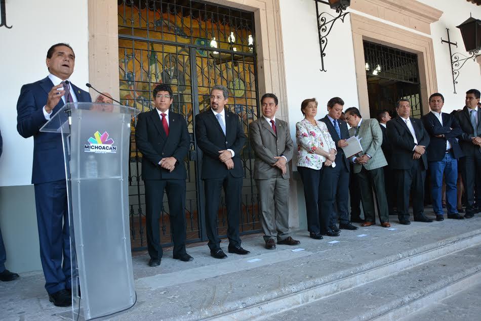 En gira de trabajo por la UMSNH inaugura el mandatario obras por más de 17 millones de pesos para beneficio de la comunidad nicolaita.