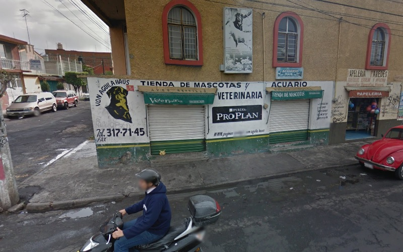 Uno de los sitios pertenecería a un médico veterinario que tiene un local en la colonia Prados Verdes, en la esquina que forman la Avenida Guadalupe Victoria y la calle Paseo del Pirul