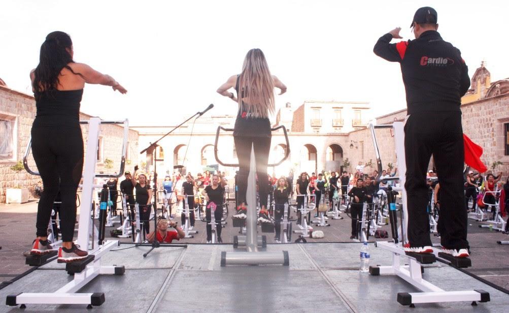 Este tipo de actividad física sobre escaladora ayuda a quemar calorías sin realizar demasiado esfuerzo, de acuerdo a la creadora Mirella Tello