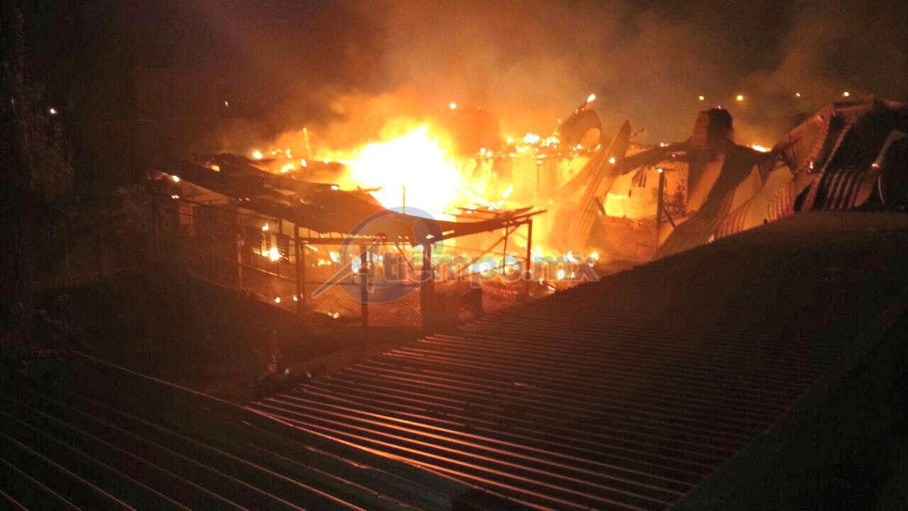 La emergencia fue atendida por la ABVEM; afortunadamente no se registran personas lesionadas (FOTOS: FRANCISCO ALBERTO SOTOMAYOR)