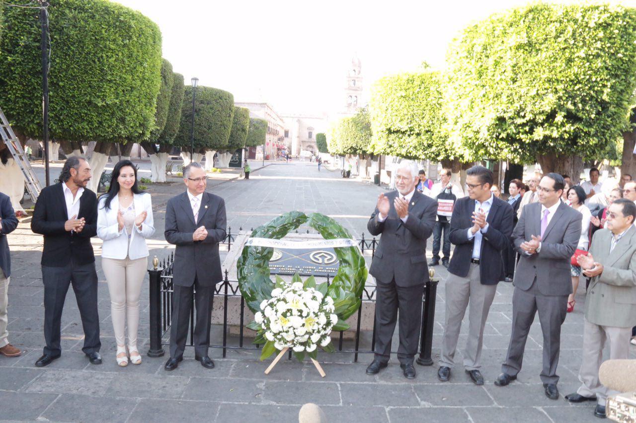 El Día Internacional de los Monumentos y Sitios fue propuesto por el Consejo Internacional de Monumentos y Sitios (ICOMOS) el 18 de abril de 1982 y aprobado por la Asamblea General de la UNESCO en 1983
