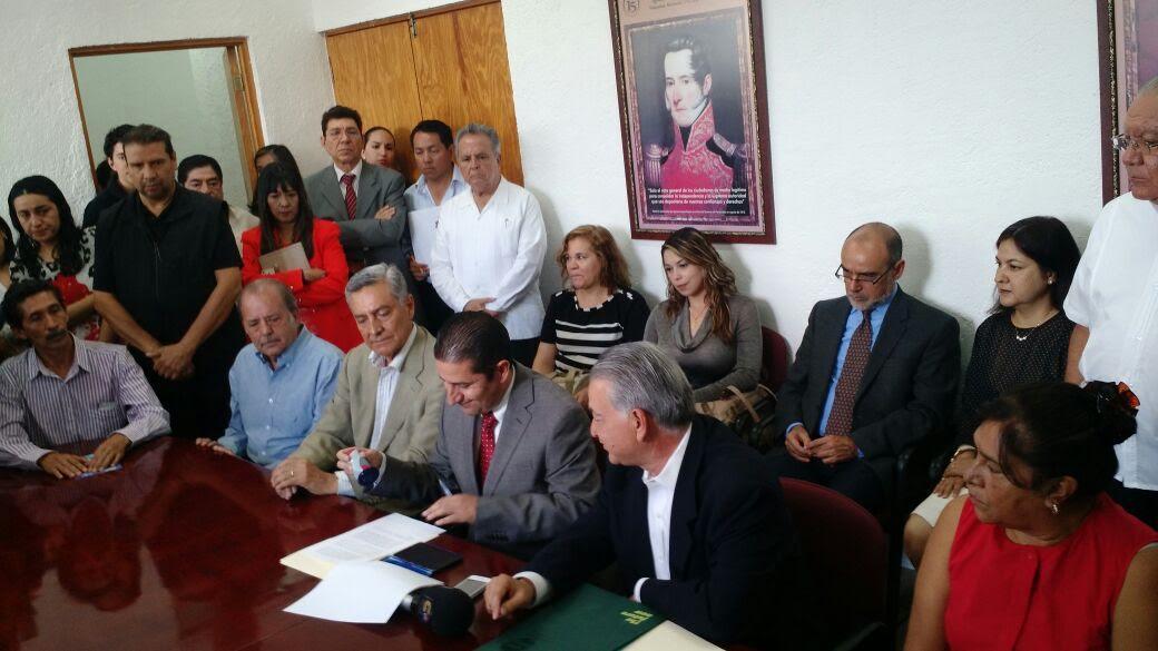 El documento fue recibido por el Secretario General Ejecutivo del IEM, Luis Manuel Torres Delgado, así como los consejeros Martha López González y Jaime Rivera Velázquez