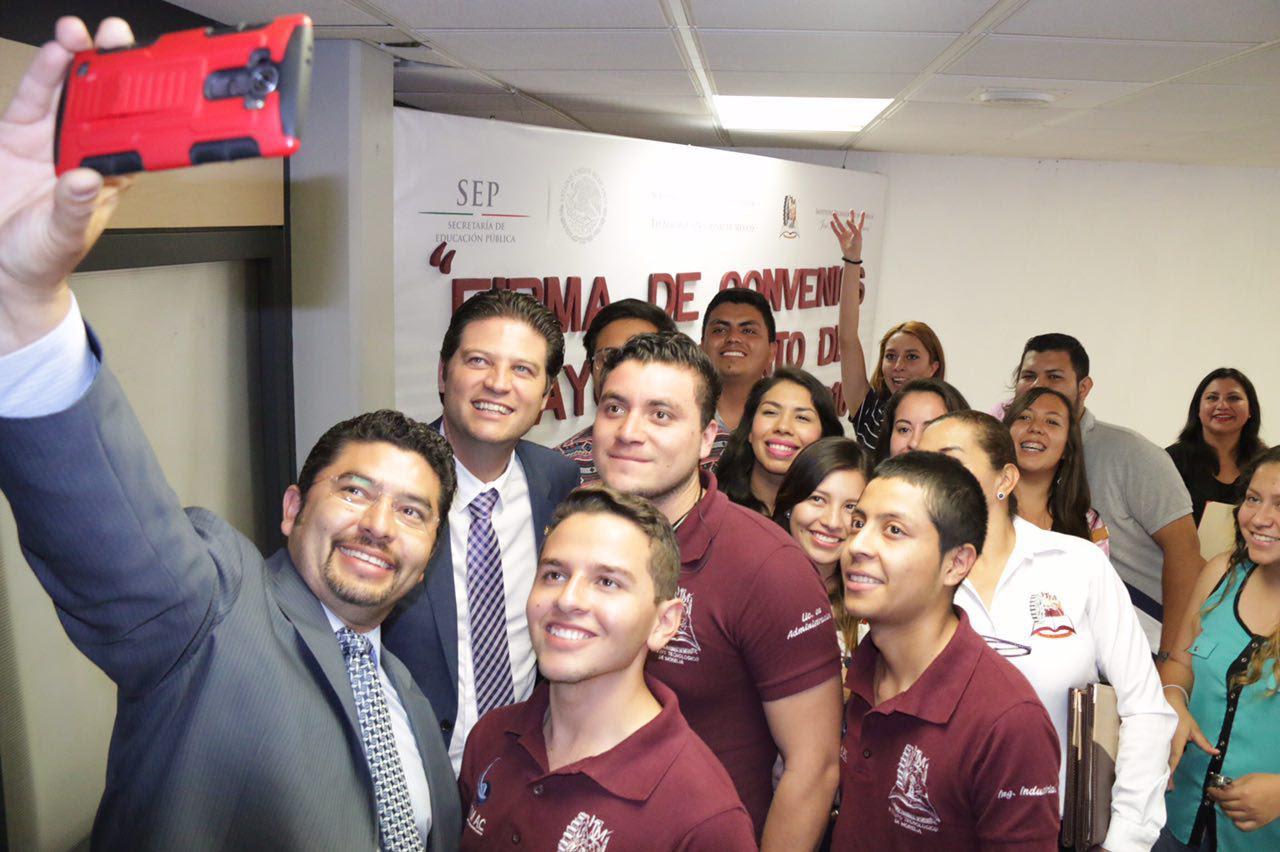 Con esta firma lo que se busca es beneficiar a la ciudadanía y a los estudiantes, aseguró Martínez Alcázar