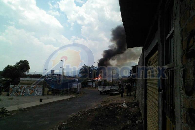 Dos de las cuatro casas afectadas por el fuego fueron consumidas en su totalidad (FOTOS: MARIO REBO)