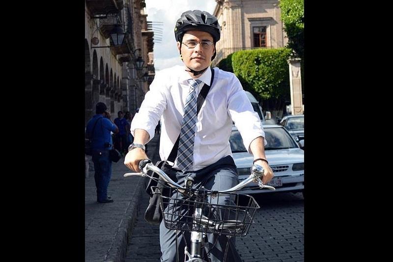 """Miguel Ángel Villegas dijo que seguirá impulsando su campaña """"Lunes en Bici"""", la cual tiene como objetivo principal hacer conciencia entre los morelianos de que al menos un día a la semana utilicen la bicicleta"""