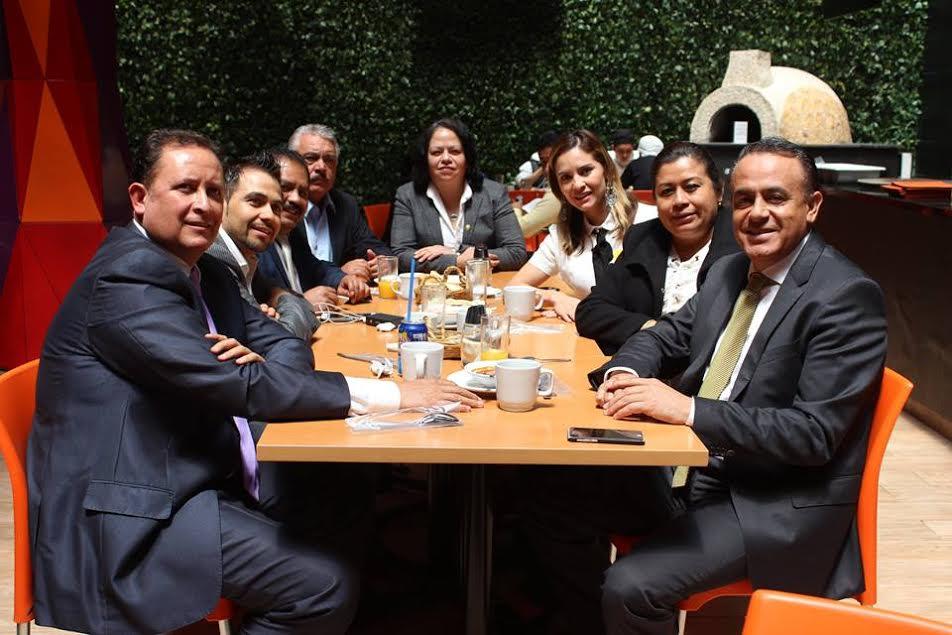 En el evento celebrado este día en San Lázaro, en el Salón Legisladores de la República, los diputados michoacanos expusieron la agenda de la bancada y se acordó impulsar diversas iniciativas de ley en materia de seguridad