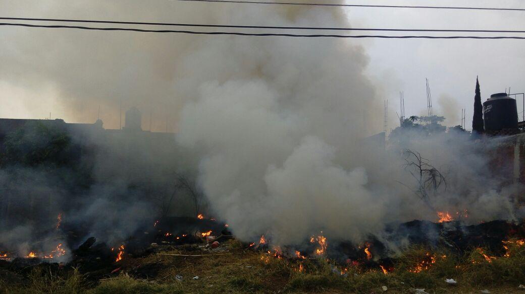 Al lugar arribaron elementos de la Gendarmería Nacional, quienes desalojaron las casas vecinas y revisaron que no hubiera mayores riesgos (FOTOS: SEBASTIÁN ORTEGA)