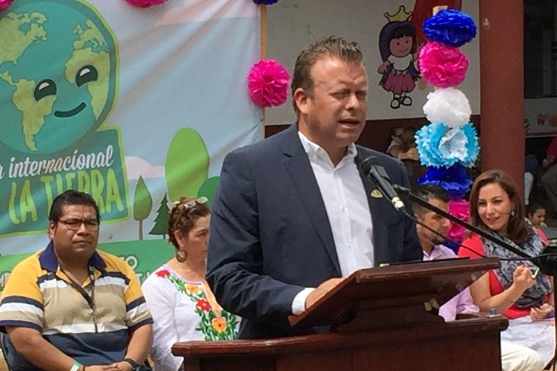 En su intervención, el alcalde de Ziracuaretiro, Juan Martín Cardona Talavera, resaltó que se debe actuar para frenar el deterioro del patrimonio natural de los habitantes del planeta