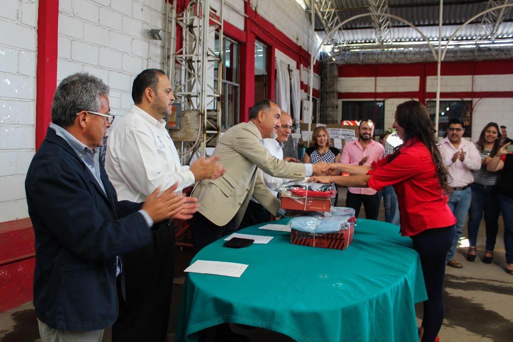 El titular de la dependencia, José Juan Domínguez López, presidió la dotación de uniformes y calzado a 261 trabajadores