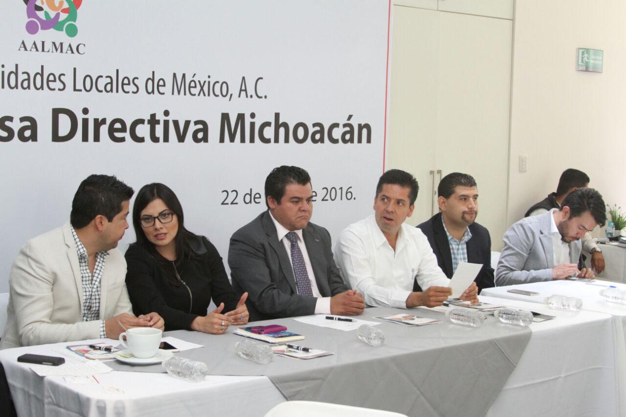 García Conejo destacó la capacidad de organización de Aalmac en Michoacán y dijo que para que las cosas salgan mejor se requiere formar un bloque de autoridades locales que atiendan sus necesidades coordinadamente