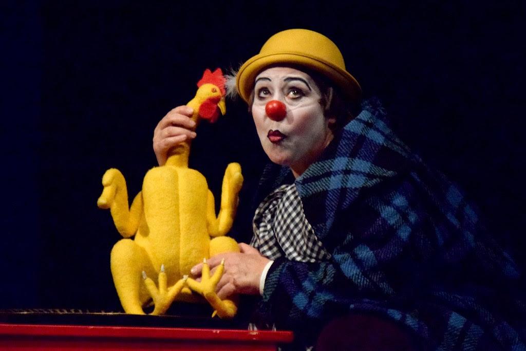 Se presentó la obra Delirium Pollum en el Teatro Ocampo