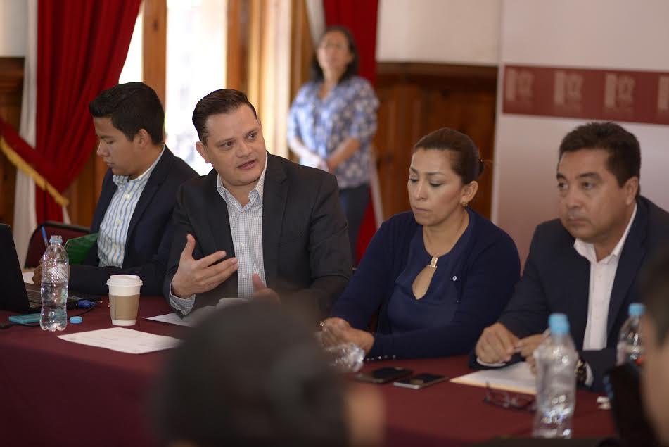 Gómez Trujillo reiteró que la comisión legislativa va por mayor libertad para que la ciudadanía sea la que tome las decisiones, por lo que en breve darán paso a la realización de foros al interior del estado