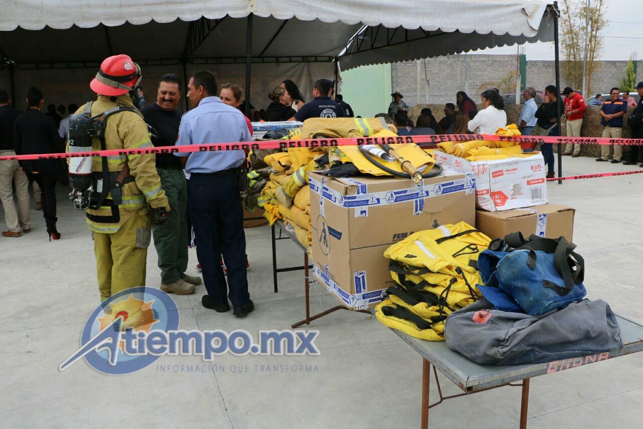 Gaona Sánchez adelantó que en poco tiempo más obtendrá una pipa para completar el equipamiento al Cuerpo de Bomberos del municipio de Tarímbaro (FOTO: FRANCISCO ALBERTO SOTOMAYOR)
