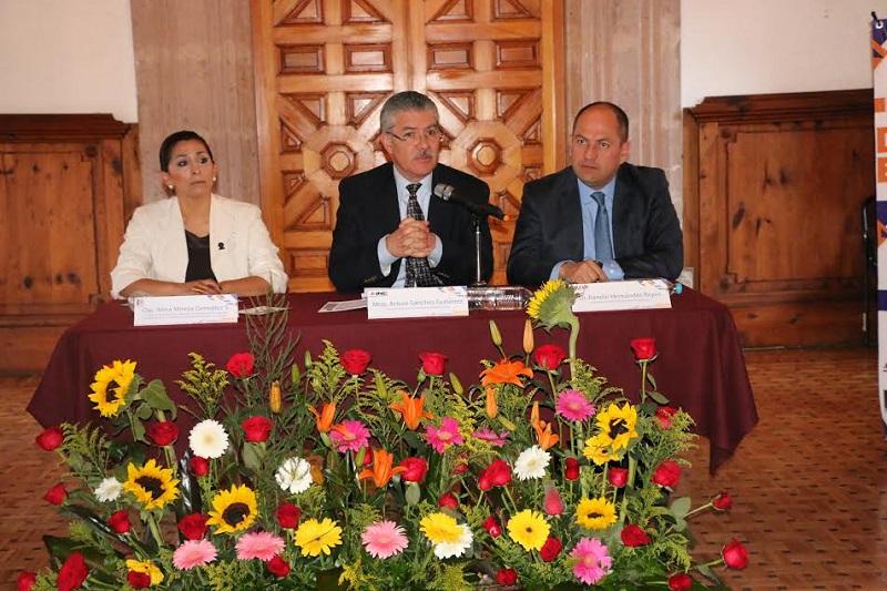 Durante su intervención, Sánchez Gutiérrez expresó que la autoridad electoral se encuentra definiendo nuevas políticas con las actuales atribuciones existentes en la ley electoral para perfeccionar el modelo en la materia