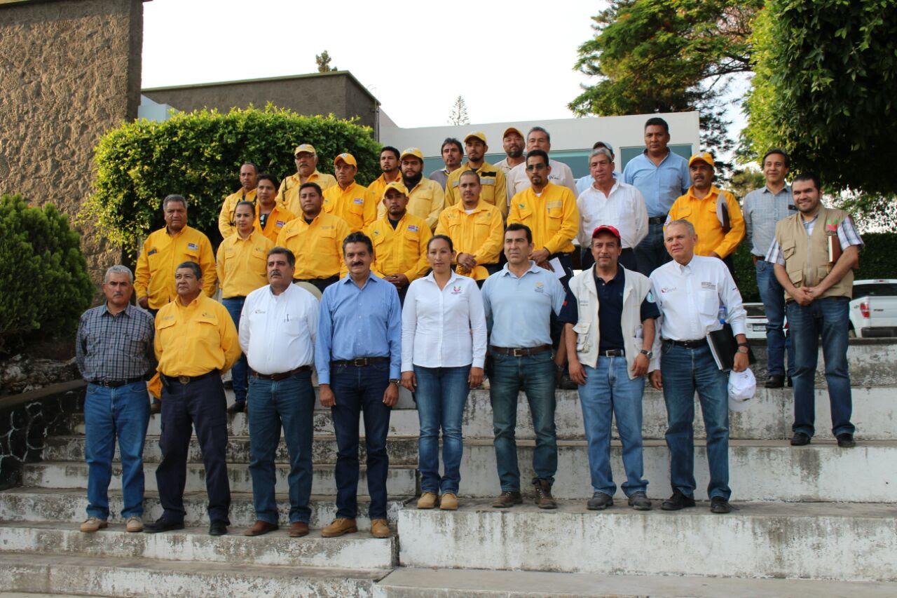 Este grupo está conformado por 20 personas expertas en el combate y control de fuego forestal y depende de la Conafor