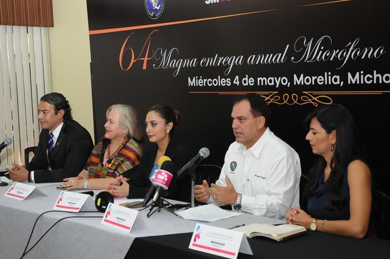 En la presente edición del Micrófono de Oro 2016, se efectuará en homenaje a Carla Estrada, destacada productora de TV