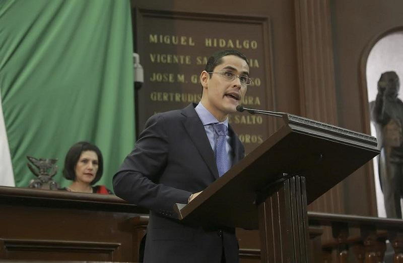 El legislador panista exigió saldar el pago que se tiene con los constructores michoacanos