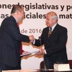 Como comentarista, el consejero presidente del IEM, Ramón Hernández, destacó las aportaciones académicas que ha realizado en materia electoral el doctor Piñeiro con la publicación de más de 20 libros y 51 años de labor docente