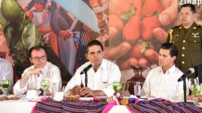 En dicha reunión también estuvieron presentes los secretarios de Hacienda y Crédito Público y de Comunicaciones y Transportes, Luis Videgaray Caso y Gerardo Ruiz Esparza, respectivamente
