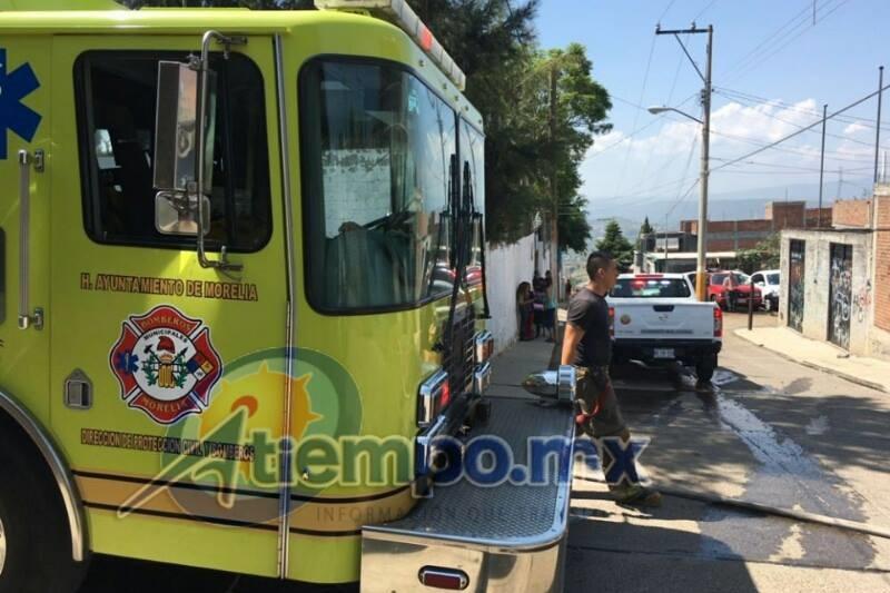 Acudieron a atender la emergencia elementos de la Coordinación de Protección Civil y Bomberos Municipales de Morelia (FOTO: FRANCISCO ALBERTO SOTOMAYOR)