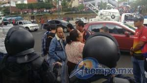 Durante la manifestación, fue bloqueada por una hora la circulación en el Libramiento Sur, pero sólo en los carriles que se dirigen desde Avenida Camelinas hacia la Salida a Pátzcuaro (FOTOS: FRANCISCO ALBERTO SOTOMAYOR)