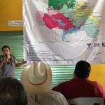 La directora general de la Codecom, Patricia Flores Anguiano, y los integrantes del Grupo Balsas, realizaron un recorrido por los centros de acopio de ajonjolí y Jamaica