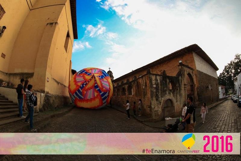 Existe una foto de un globo de 10 metros de altura que se soltó el 8 de diciembre del año 1937, en el jardín de la Basílica