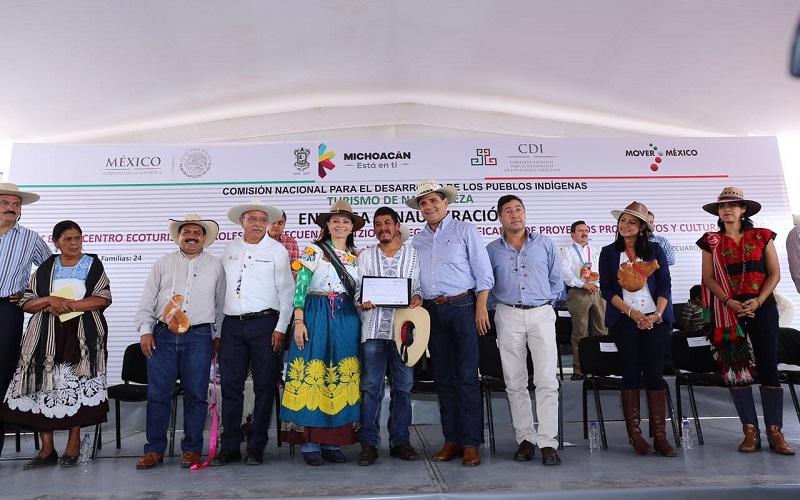 Autoridades entregan certificados de proyectos productivos y culturales 2016, por un monto de 6 millones de pesos