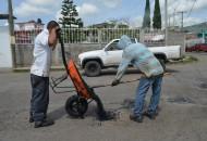 Por instrucciones del alcalde Alfonso Martínez las brigadas de bacheo han estado trabajando en los cuatro sectores de la ciudad, así como en aquellas arterías que conectan a la ciudad con las tenencias o comunidades