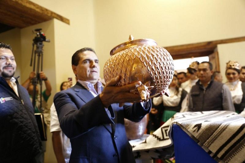 Aureoles Conejo destaca el trabajo de las y los artesanos de esta región, y manifiesta su apoyo al sector