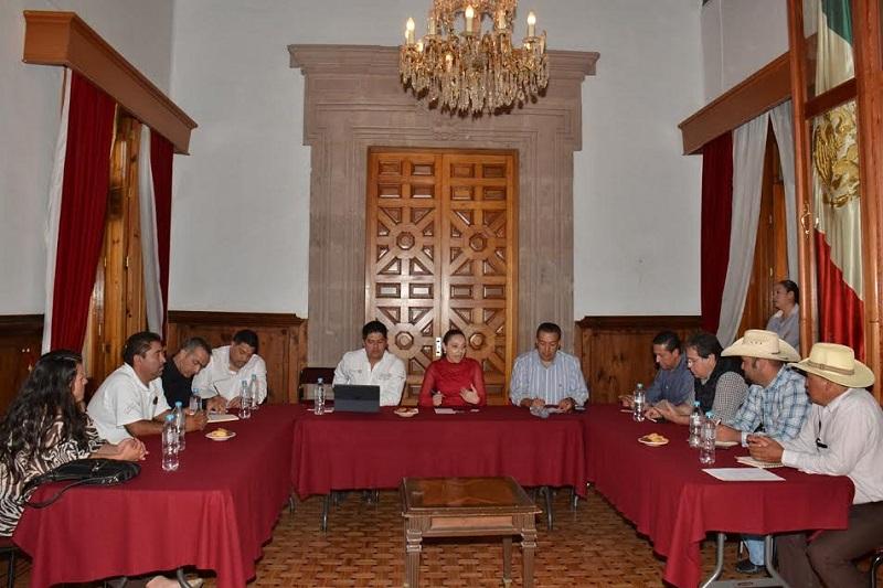 Reunión de productores de mezcal con el director general de Normalización Agroalimentaria de la SAGARPA