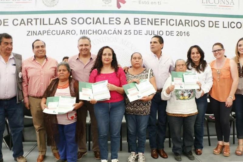 En su intervención Gerónimo Color destacó la labor del presidente de la República, Enrique Peña Nieto, por hacer que más programas sociales lleguen a las personas de escasos recursos