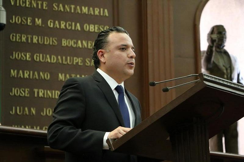 Quintana Martínez convocó a iniciar una etapa de mayor concientización entre la esfera política que ejerce un puesto público, por lo que instó a clarificar y abolir las partidas adicionales que engordan los salarios de manera discrecional