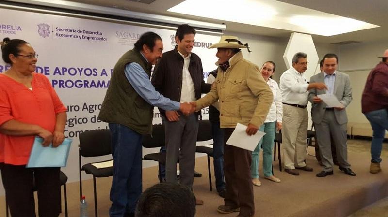 Anunció Rodríguez López la adquisición de un nuevo seguro en caso de presentarse afectaciones en los campos por siniestros climatológicos