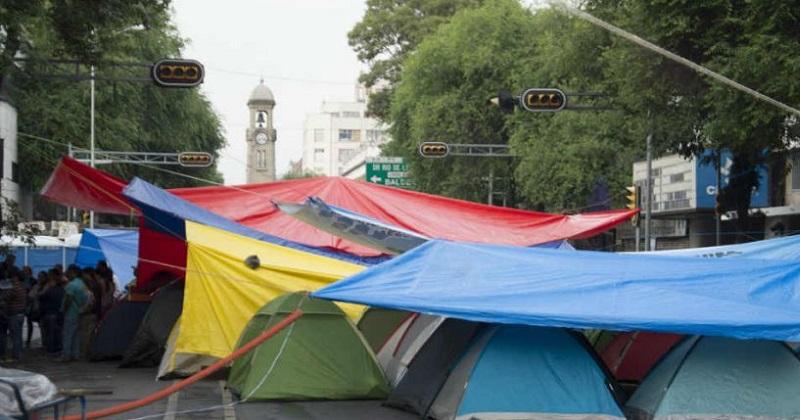 El juez ordenó a la SSP-CDMX retire de inmediato el bloqueo ocasionado por el plantón ubicado en Avenida Bucareli, con absoluto respeto de la vida e integridad personal de los manifestantes