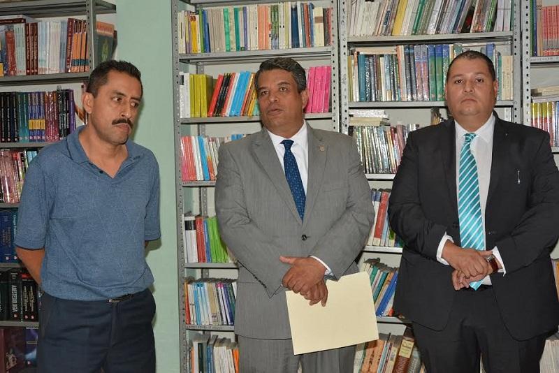 Con la representación del rector, el secretario General, Salvador García Espinosa dio posesión al nuevo titular de la Librería Universitaria, Jaime Magaña Pedraza