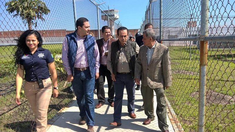 Al dar inicio al Diagnóstico Estatal de Supervisión Penitenciaria de este año, el presidente de la CEDH, Serrato Lozano indicó que a nadie convienen los grupos de poder al interior de los penales por lo que es un tema prioritario para su atención