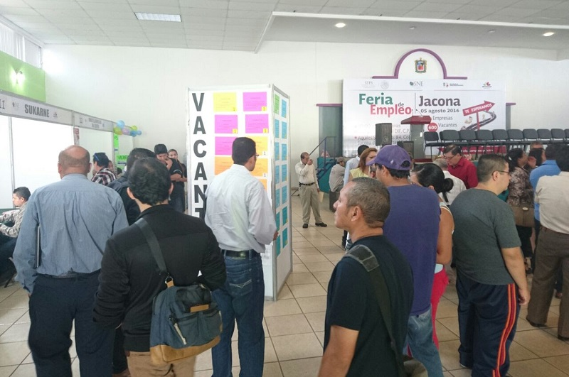 A la Feria de Empleo realizada en Jacona asistieron más de 700 personas quienes de manera directa se entrevistaron con representantes empresariales