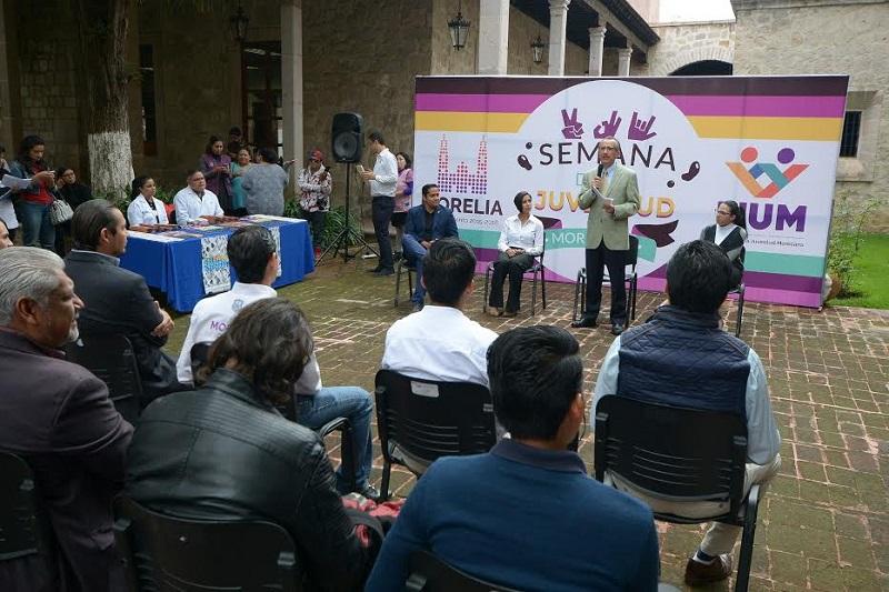 En el Patio Principal de la Casa Natal de Morelos, Sistos Rangel detalló que en nuestro país existen 30 millones de jóvenes, de los cuales 9 millones son parte de la fuerza laboral, en tanto que la media nacional en edad es de 27 años