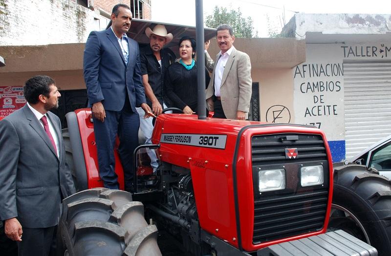 Al margen de partidos políticos o ideologías, la instrucción del gobernador es trabajar como un solo equipo y unidos por el bienestar de los michoacanos, señala Tentory García