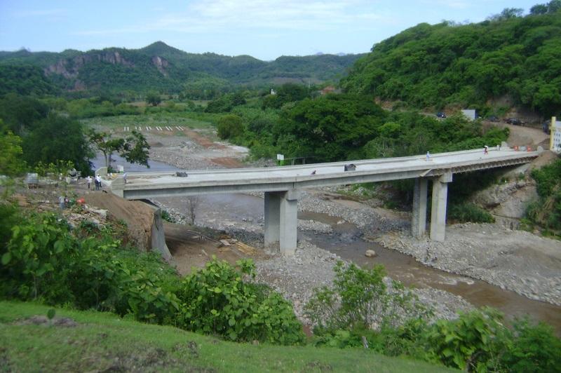 La obra, que a la fecha registra un avance de 98 por ciento, es realizada con recursos provenientes del Fondo Regional (FONREGIÓN) 2015, por 29 millones 557 mil 890 pesos, en beneficio de aproximadamente 3 mil 500 personas